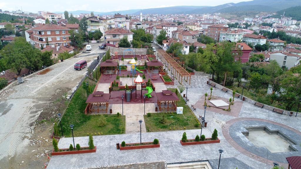 Erenlik Parkı peyzaj ve çevre düzenleme çalışmaları tamamlandı