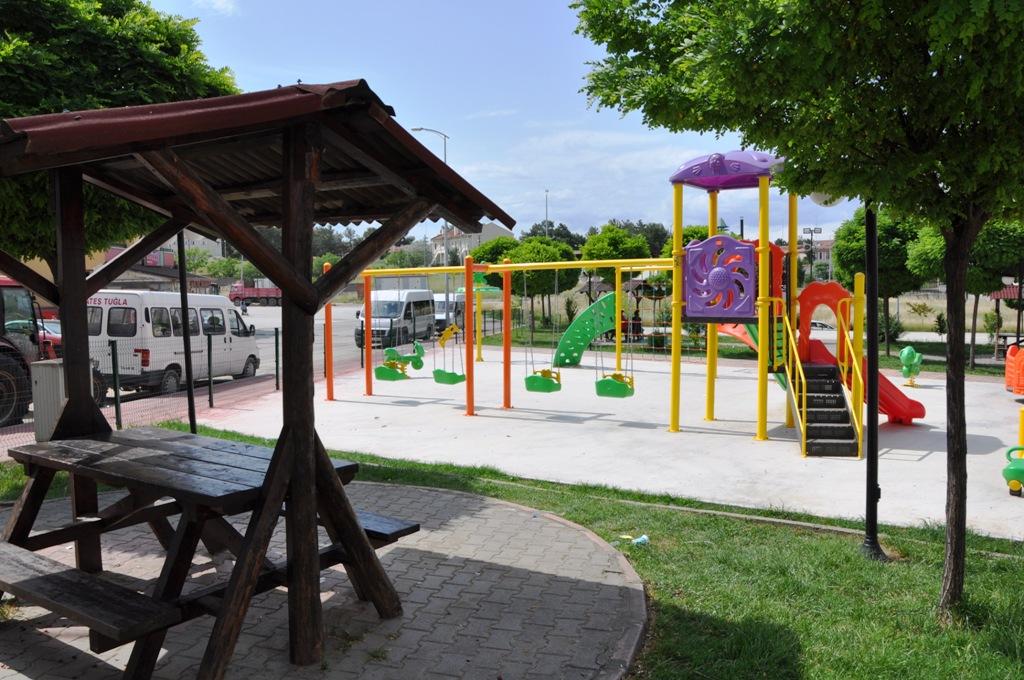 Boyabat Belediyesi Mahallelere Yeni Parklar Kazandırıyor