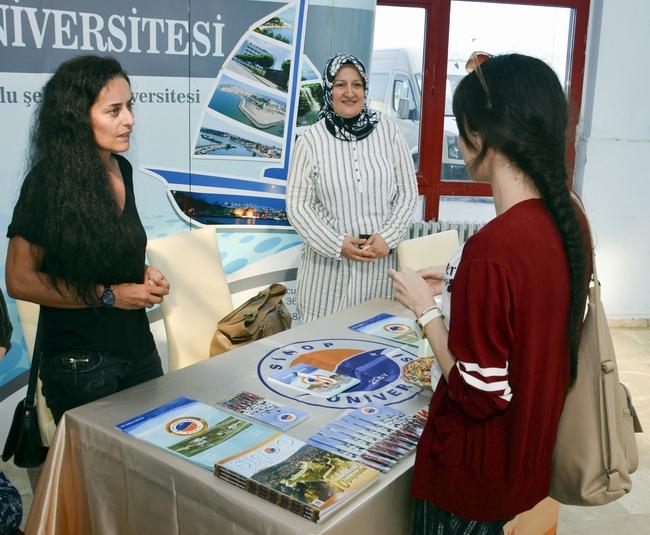 Sinop Üniversitesinde Öğrenci Kayıt İşlemleri Heyecanı sürüyor