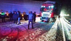 Boyabat – Sinop Yolunda TIR Karda Kaza Yaptı