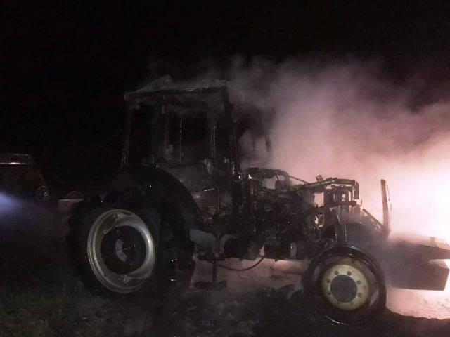 Boyabat Gökceağaç Sakız Köyünde Park Halindeki Traktör Yandı