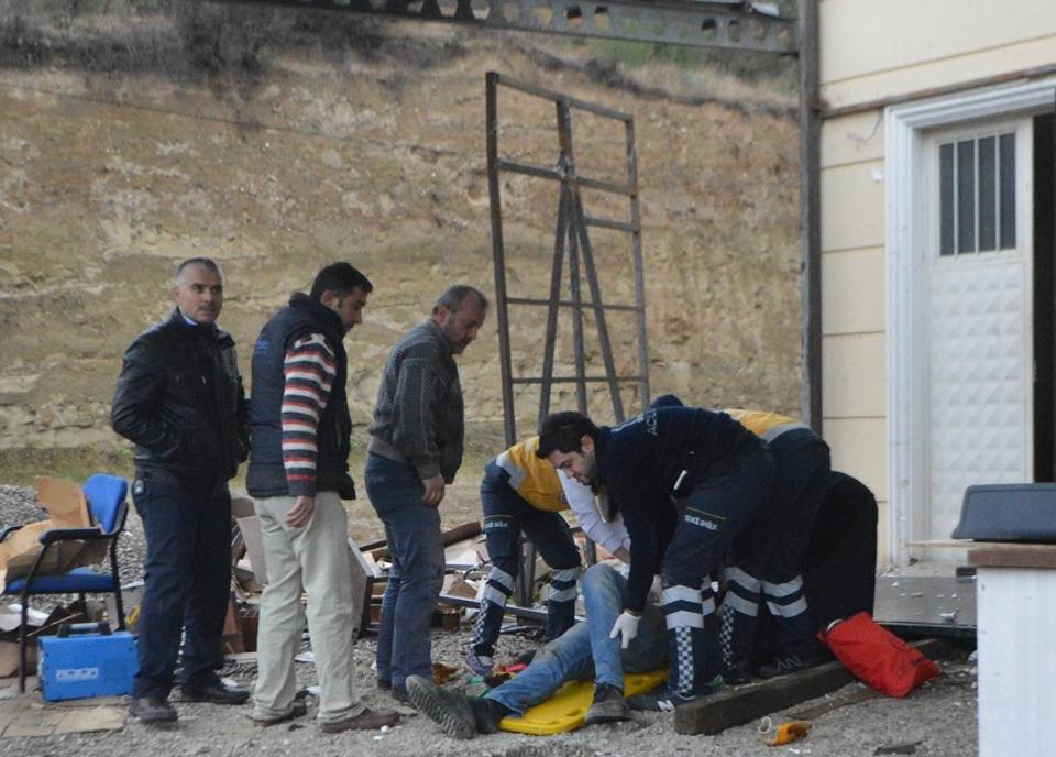 Asansör'de İş Kazası, Binadan Aşağı Düştüler