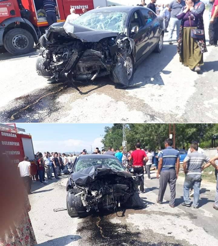 Durağan Grenpark önünde bugün (17.08.2019) Saat 12.00 sularında iki araç çarpıştı. Kazada 1 kişi olay lerinde vefat etti. Ağır yaralılar var. Gelişmeler geldikçe sizlerle paylaşacağız