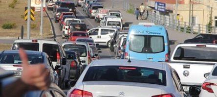 Sinop'ta 3 kilometrelik araç kuyruğu
