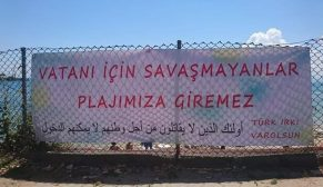 Sinop'ta Kale Yazısında Plaja Asılan Pankart