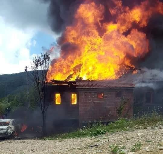Türkeli Çatak Örencik Köyü, Kuzgeçe mahallesinden, Necati ÖZKAYAya Ait arabanın alev alması sonucu, eve sıçrayan yangın sebebiyle 1965'te yapılan evi yandı.