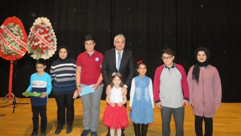 Kazandığı Ödülü Mehmetçik Vakfına Bağışladı